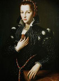 330px-Agnolo_Bronzino2C_ritratto_di_Lucrezia_de27_Medici